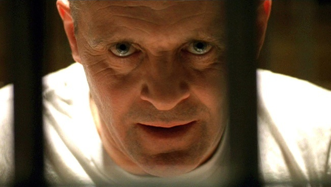 Hannibal Lecter (Anthony Hopkins) vo filme Mlčanie jahniat