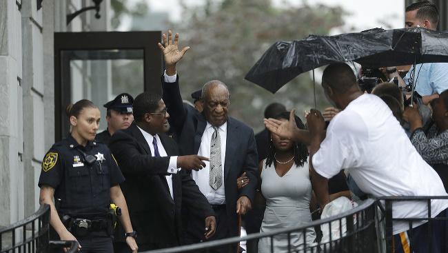 Bill Cosby opustil 17.