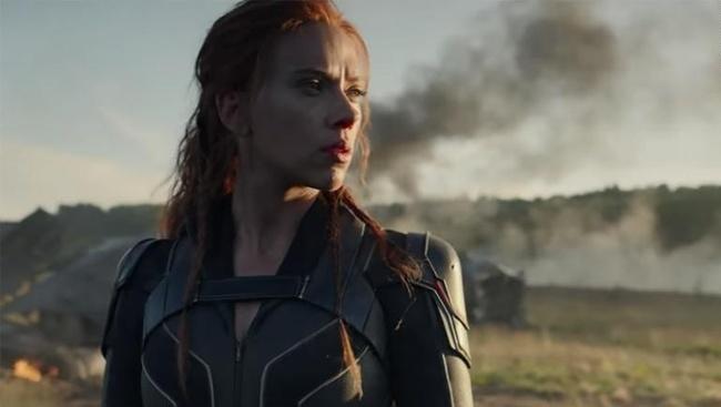 Scarlett Johansson ako Black