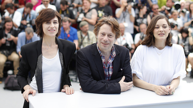 Na snímke zľava herci