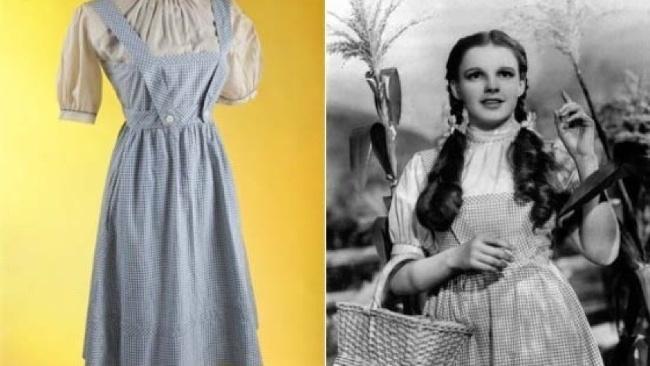 Vydražené šaty z filmu Čarodejník z krajiny Oz