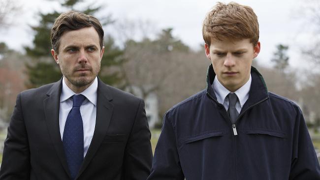 Casey Affleck (vľavo) a Lucas Hedges vo filme Manchester by the sea.