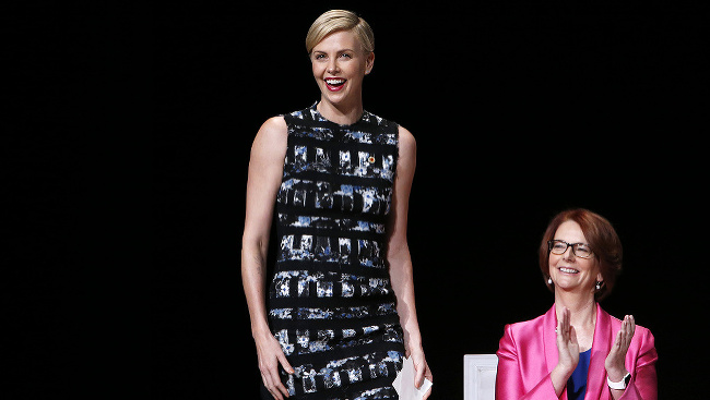 Charlize Theron počas panelovej