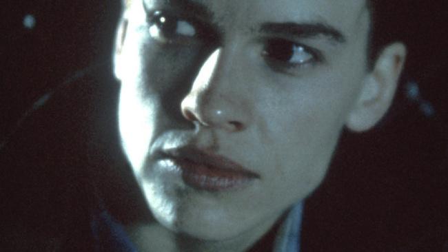Hilary Swank, Chlapi neplačú