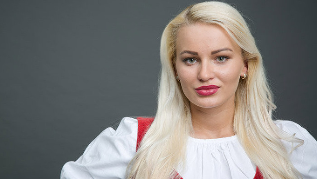 Eva Zelníková, Farma