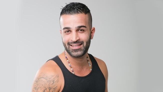 Reza Givili, Farma
