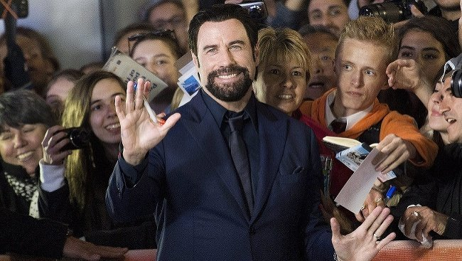 John Travolta na červenom
