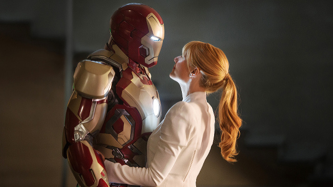 Robert Downey Jr. v úlohe Iron Mana po boku s krásnou Gwyneth Paltrow (Pepper Potts)