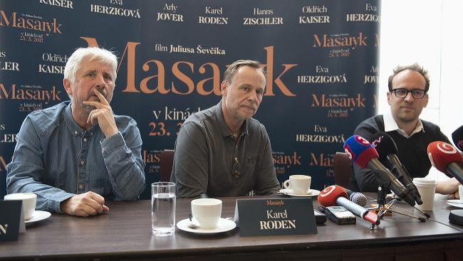 (Zľava) Producent Rudolf Biermann, herec a hlavný predstaviteľ  Karel Roden a režisér, spoluscenárista a spoluproducent Julius Ševčík.