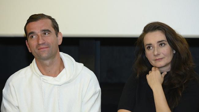 Na snímke sprava herci Zuzana Konečná a Milan Ondrík