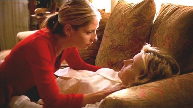JOYCE SUMMERS (Kristine Sutherland), Buffy, premožiteľka upírov
