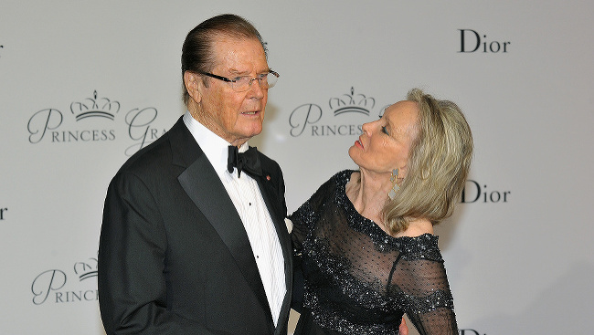 Roger Moore s manželkou Cristinou Tholstrup