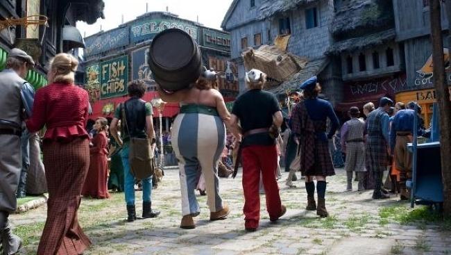 Asterix a Obelix v službách jej veličenstva